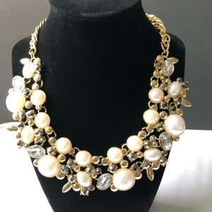 Gorgeous Pearl and clear rhinestones necklace